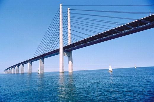 Nếu đi bằng tàu hỏa, bạn mất 35 phút từ Đan Mạch sang Thụy Điển và ngược lại. (Ảnh: Internet)
