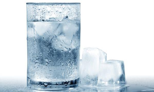 Tránh sử dụng nước đá khi bạn có tiền sử dạ dày.