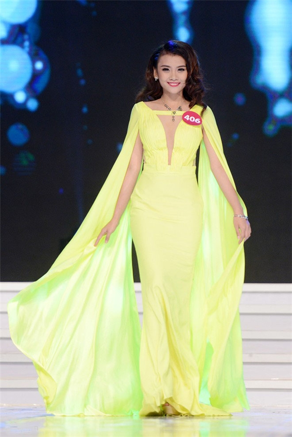 Đặng Thị Mỹ Khôi, cô gái có thân hình thấp bé nhất trong vòng chung kết nổi bật với bộ váy màu vàng chanh tươi mát.