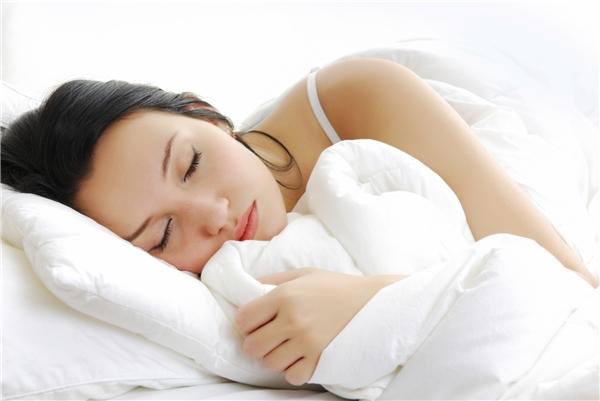 Ngủ ngon giúp đốt cháy nhiều calo.