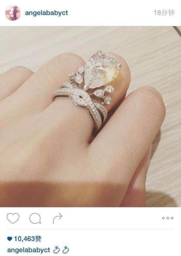 Nhẫn kim cương đính hôn.