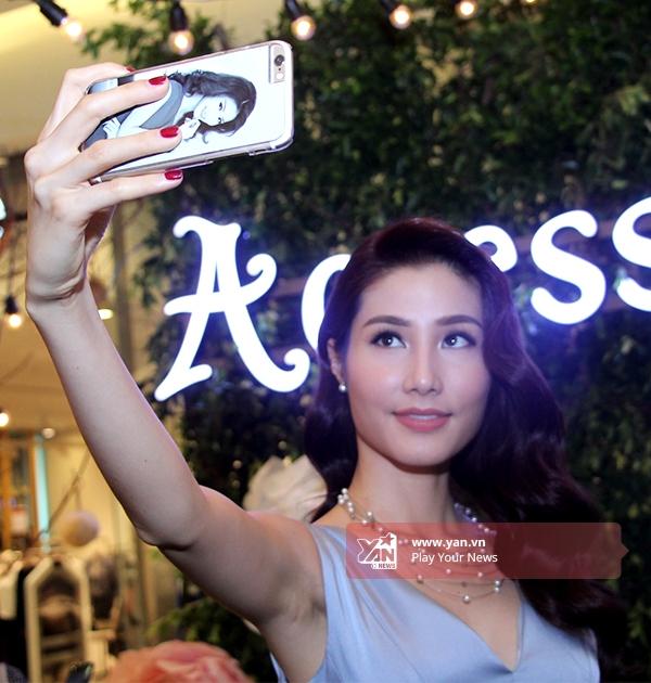 Chiếc ốp lưng điện thoạicó hình của Diễm My - Tin sao Viet - Tin tuc sao Viet - Scandal sao Viet - Tin tuc cua Sao - Tin cua Sao