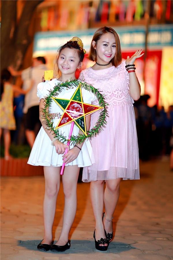 Bên cạnh biểu diễn đơn, cô còn có tiết mục song ca với Kim Anh, thí sinh của cuộc thi Young Hit Young Beat Nhí Tài Năng. - Tin sao Viet - Tin tuc sao Viet - Scandal sao Viet - Tin tuc cua Sao - Tin cua Sao