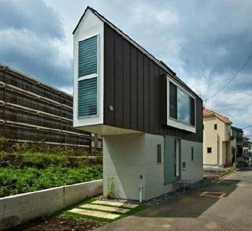 """Ngôi nhà """"siêu mỏng"""" ở Nhật Bản có giá được ước tính khoảng 200.000 đô la Mĩ.(Nguồn: 9gag)"""