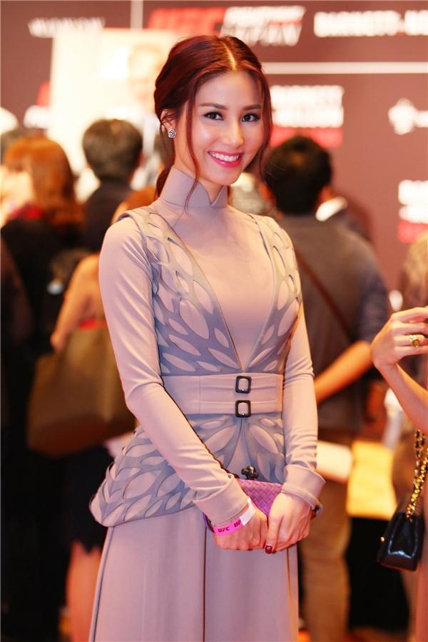 Diễm My nền nã, nữ tính trong bộ áo dài cách điệu của NTK Công Trí. - Tin sao Viet - Tin tuc sao Viet - Scandal sao Viet - Tin tuc cua Sao - Tin cua Sao