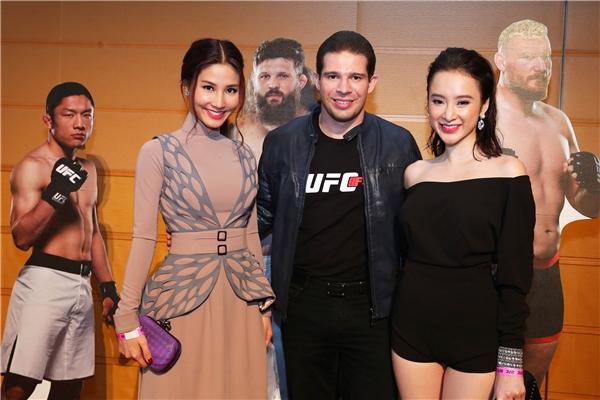 Cả hai người đẹp lựa chọn phong cách thời trang hoàn toàn khác nhau nhưng vẫn thu hút sự chú ý của đông đảo khách mời đến tham dự sự kiện. - Tin sao Viet - Tin tuc sao Viet - Scandal sao Viet - Tin tuc cua Sao - Tin cua Sao