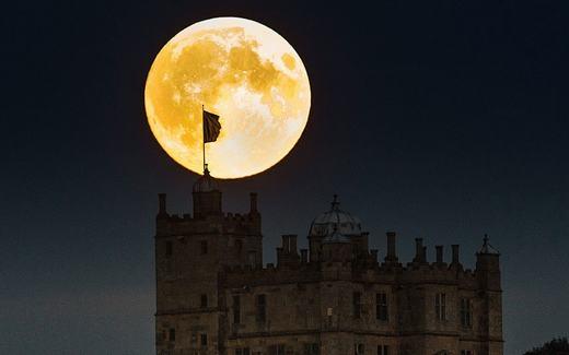 """Hình ảnh được ghi lại ở lâu đài Bolsover, Derbyshire, Anh. Người ta ví đây là """"viên ngọc bích"""" khổng lồ. (Ảnh: Telegraph)"""
