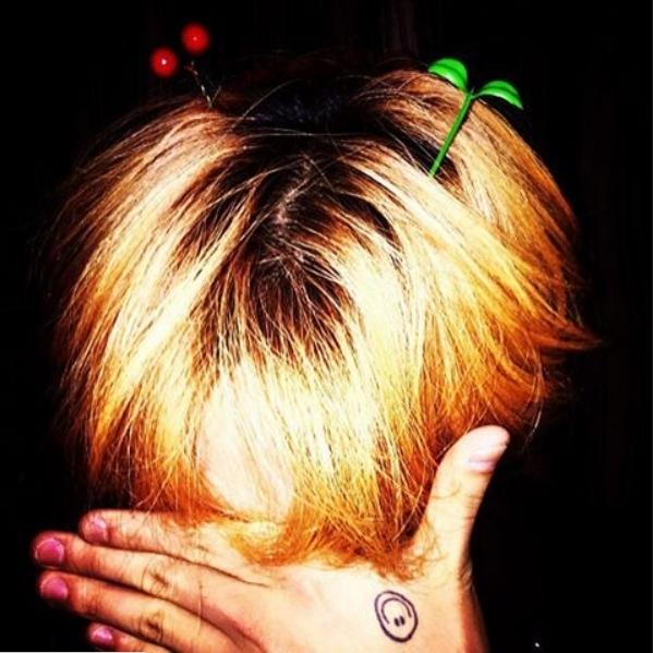 """Không hổ danh là """"biểu tượng thời trang"""" đình đám của làng nhạc Kpop, G-Dragon đã nhanh chóng cập nhật xu hướng """"thời thượng"""" của giới trẻ Bắc Kinh."""