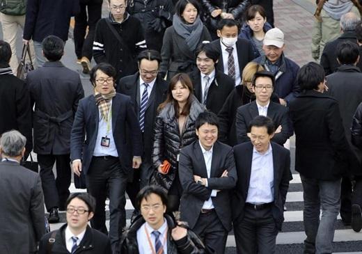 Ở Nhật, khi đi làm thì ai cũng như ai, không quá nổi bật về trang phục.(Ảnh Internet)