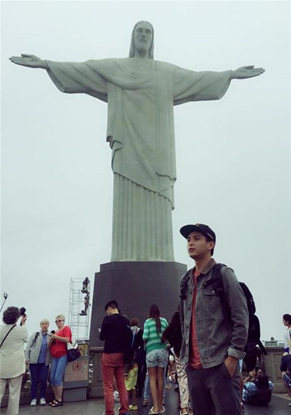 Hồ Quang Hiếu bên tượng chúa Kitocứu thế tại thành phố Rio de Janeiro. - Tin sao Viet - Tin tuc sao Viet - Scandal sao Viet - Tin tuc cua Sao - Tin cua Sao