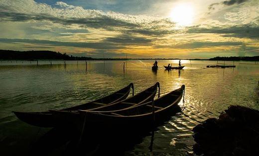 Cách Tuy Hòa 45km, vịnh Xuân Đài có địa hình đa dạng với ghềnh nối tiếp vũng, vũng nối tiếp bãi, bãi tiếp nối núi. Vịnh Xuân Đài được xếp vào những vịnh đẹp nhất thế giới.(Ảnh: Internet)