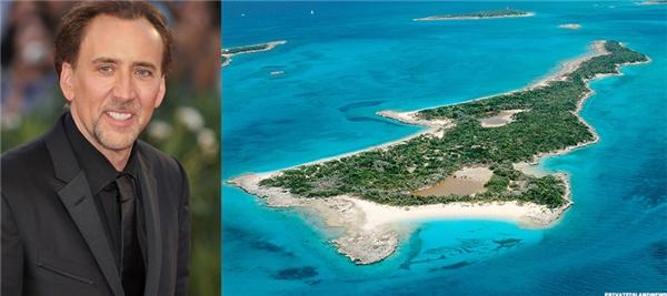 Vào năm 2006, nam diễn viên Nicolas Cage đã bỏ ra hơn 3 triệu USD (tương đương 63 tỉ đồng) để được sở hữu hòn đảo Leaf Cay tại Bahamas. Tuy nhiên sau đó vài năm, anh đã gặp phải những vấn đề tài chính nghiêm trọng bao gồm6,3 triệu USD (tương đương hơn 132 tỉ đồng) tiền thuế và nợ. Theo tạp chí Private Islands, Leaf Cay hiện giờ cógiá 7 triệu USD ( tương đương 140 tỉ đồng).