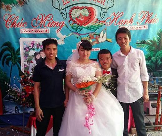 Đám cưới đã nhận được rất nhiều sự ủng hộ của quỹ tình thương, họ hàng, làng xóm