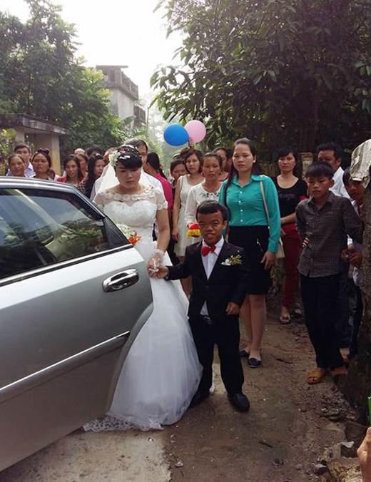 Yên dắt cô dâu về dinh