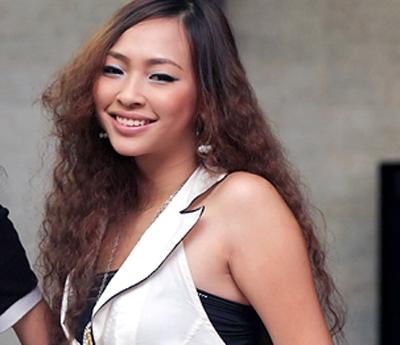 Giọng cacá tính, mạnh mẽ trong dòng nhạc Rap của nữ ca sĩ đã từng gây nhiều tranh cãi. - Tin sao Viet - Tin tuc sao Viet - Scandal sao Viet - Tin tuc cua Sao - Tin cua Sao