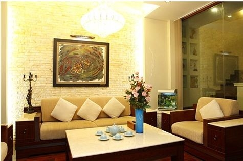 Phòng khách nối liền phòng ăn với thiết kế cổ điển mà sang trọng. - Tin sao Viet - Tin tuc sao Viet - Scandal sao Viet - Tin tuc cua Sao - Tin cua Sao