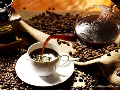 Ngoài ra, ngay khi vừa thức dậy năng lượng cơ thể bạn tăng lên tự nhiên so với khi ngủ. Bởi vậy, nếu uống cà phê ngay lúc này sẽ gây ra một sự đột biến thêm năng lượng có khiến bạn bồn chồn.