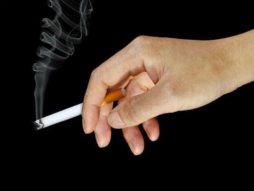 Chào ngày mới bằng một điếu thuốc cũng là một thói quen buổi sáng tai hại. Những chất có hại trong thuốc lá dễ dàng đầu độc bạn sau khi đi vào cơ thể.