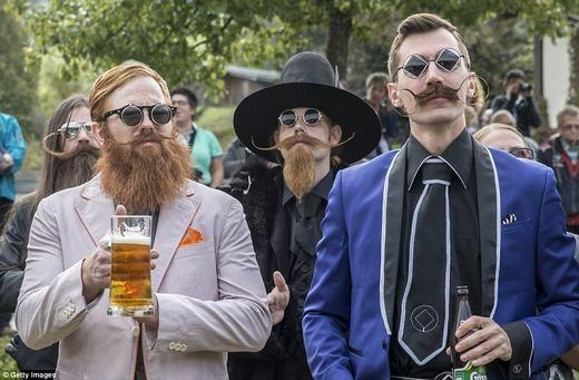 Những bộ râu nghệ thuật và không kém phần kì công. (Ảnh: Getty Images)
