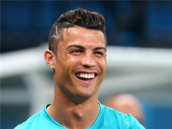 Cristiano Ronaldo hẹn hò người mẫu 19 tuổi