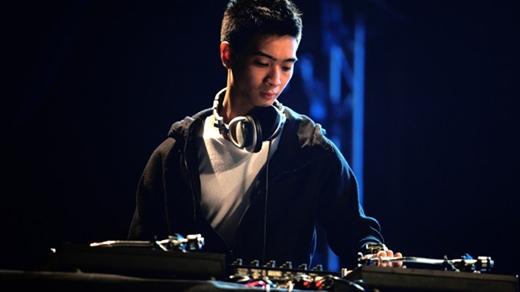 """SlimV – DJ tỏa sáng sau những chương trình truyền hình thực tế và phủ sóng rộng khắp trên truyền thông thời gian gần đây chính là """"người kể chuyện"""" của Born to Shine."""