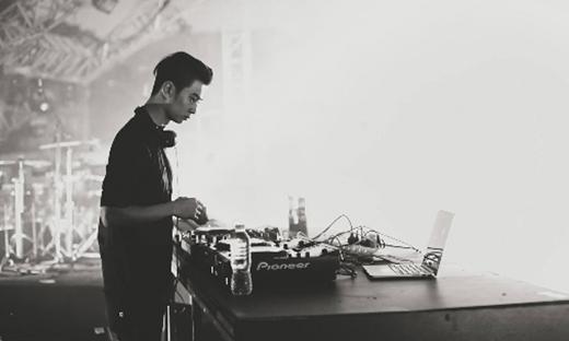 Hình ảnh thực sự mà DJ SlimV luôn khao khát trở thành chính là hình ảnh của một nhà sản xuất âm nhạc và một nhà soạn nhạc giao hưởng thính phòng tài năng.