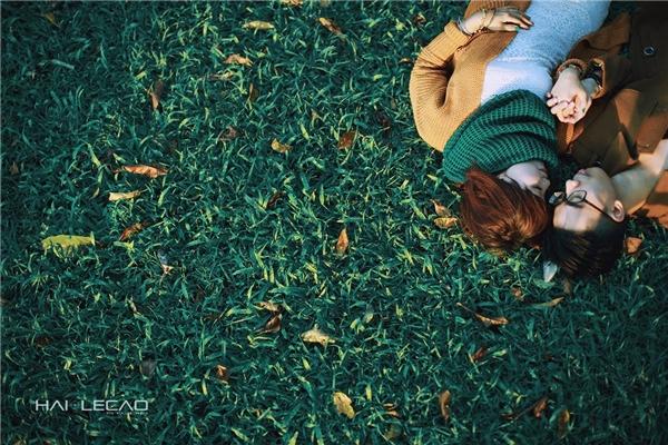Những hình ảnh được ghi lại dưới ánh nắng dịu dàng, trên nền cỏ xanh mướt của vườn Quốc gia Ba Vì.(Ảnh Internet)