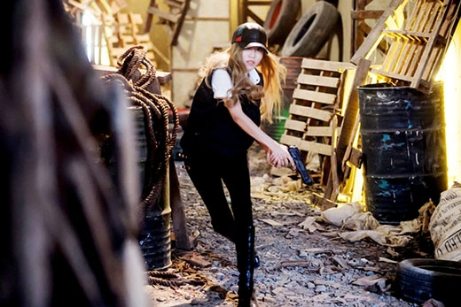 Ellie Goulding, Trang Pháp gây bão khi hợp tác với