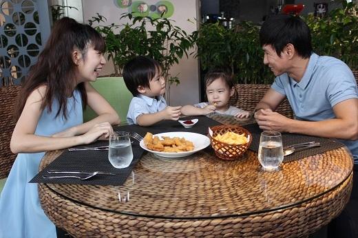 Con cái luôn là yếu tố hàn gắn những xích mích giữa hai vợ chồng.