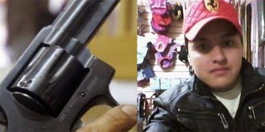 """Anh chàng có tên Oscar Otero Aguilar cũng là người rất nghiện """"tự sướng"""". Oscar thường xuyên khoe những hình ảnh siêu xe đắt tiền, nhà hàng sang trọng… lên trang cá nhân. Nhưng trong 1 lần """"tự sướng"""" với súng thật, chàng trai 21 tuổi này đã bỏ mạng. (Ảnh: Internet)"""
