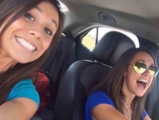 """Chỉ còn ít ngày nữa là đến lễ cưới nên cô Colette Moreno, 26 tuổi từ bang Missouri, Mỹ đã quyết định chia tay hội độc thân. Tuy nhiên, trong lúc đang lái xe và tranh thủ """"tự sướng"""" với một người bạn, chiếc xe đã gặptai nạn. Colette chấn thương khá nặng, sau đóqua đờiở bệnh viện. (Ảnh: Internet)"""