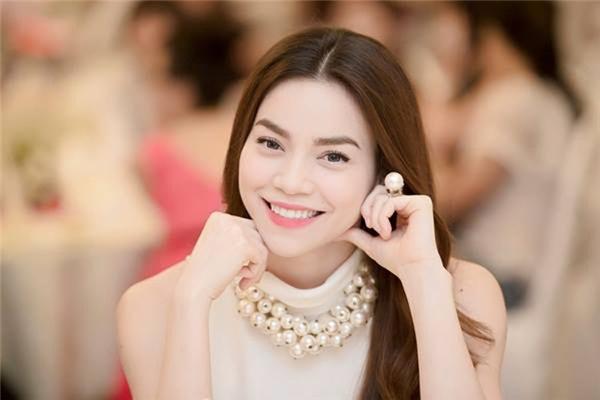 Tại thời điểm hiện tại, nhan sắc nữ hoàng giải trí đã trở nên vô cùng sắc nét hoàn hảo với làn da trắng trẻo, mịn màng, nụ cười quyến rũ trong khuôn cằm V-line. Không thể phủ nhận gương mặt thanh tú, sắc sảo đã góp phần không nhỏ giúp nữ ca sĩ khẳng định vị thế vững chắc của mình trong showbiz Việt. - Tin sao Viet - Tin tuc sao Viet - Scandal sao Viet - Tin tuc cua Sao - Tin cua Sao