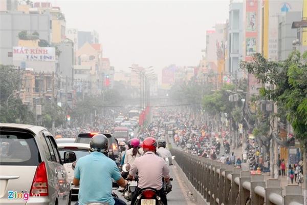 Sương mù xuất hiện tại TP.HCM. Ảnh: Zing
