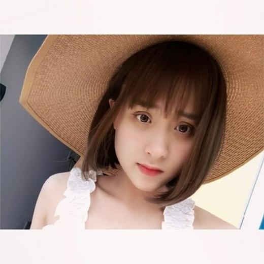 Hiện tại, Khánh Huyền đã trở thành một cô nàng vô cùng nữ tính với những đường nét khuôn mặt xinh xắn, hấp dẫn.(Nguồn: Internet)