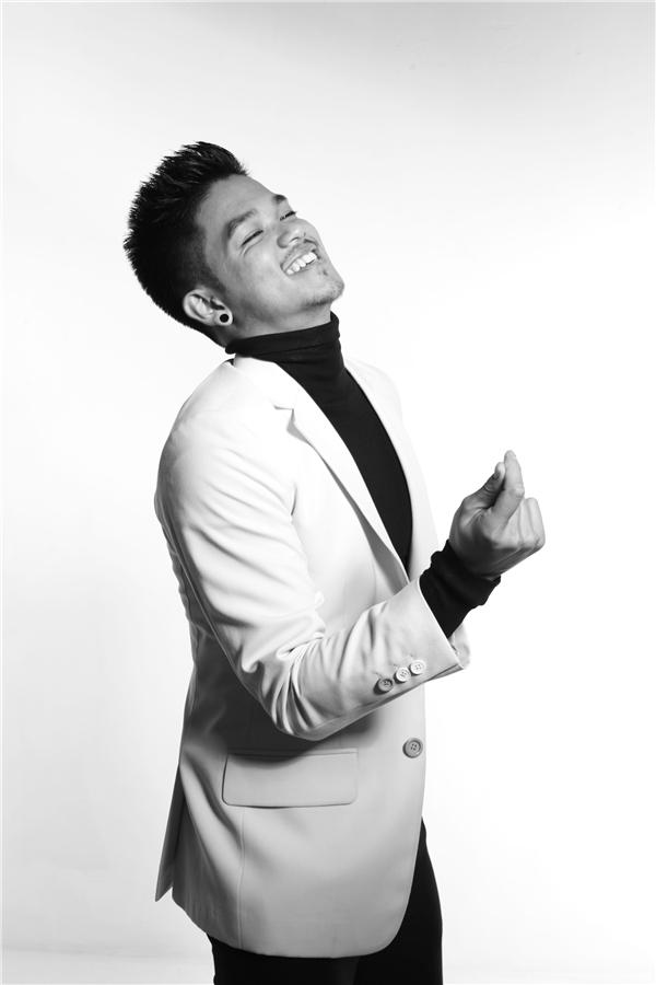 Bài hát là một sáng tác của nhạc sĩ Huy Tuấn, rất dễ đi vào lòng khán giả nghe nhạc. - Tin sao Viet - Tin tuc sao Viet - Scandal sao Viet - Tin tuc cua Sao - Tin cua Sao