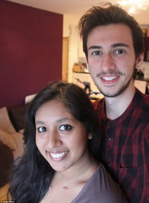 Jamie cùng bạn gái. (Ảnh: Facebook)