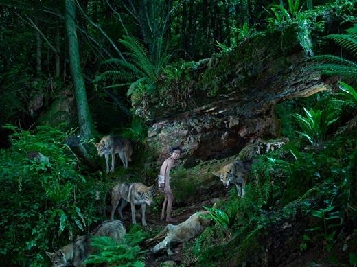 Shamdeo là cậu bé 4 tuổi được tìm thấy tạimột khu rừng ở Ấn Độ vào năm 1972 trong lúc đang chơi đùa với con sói.