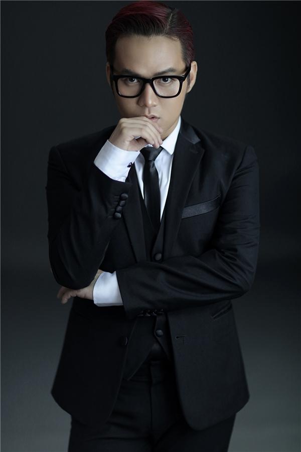 Chung Thanh Phong là nhà thiết kế trẻ nối tiếp thế hệ các đàn anh như Công Trí, Hoàng Hải.