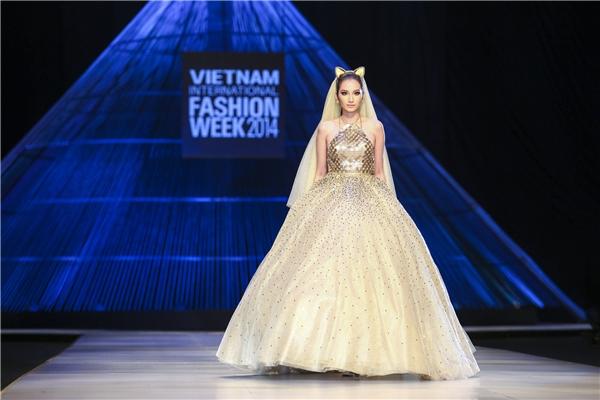 Trúc Diễm tỏa sáng trong mẫu thiết kế của Chung Thanh Phong.