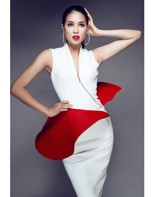Bộ váy có chi tiết dựng phom 3D độc đáo.