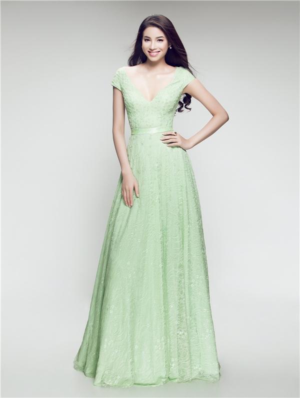 Một vài mẫu váy giúp Phạm Hương ghi điểm và tỏa sáng trong lòng khán giả. Với sắc vóc nổi bật, Phạm Hương nhận được nhiều kì vọng của khán giả sẽ làm nên chuyện tại Hoa hậu Hoàn vũ Thế giới 2015.