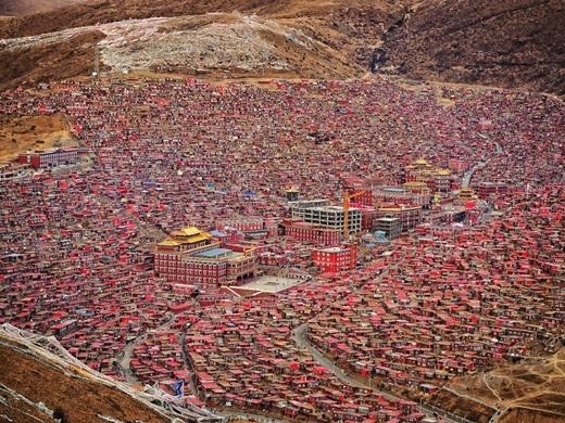 Vì ngôi làng này nằm ở độ cao hơn 4000m nên bạn sẽ nhận ra sự thay đổi về nhiệt độ, khí hậu khi càng lên cao.(Ảnh Internet)