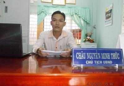 Ông Châu Nguyễn Minh Đức – Chủ tịch UNND phường 4, TP.Vĩnh Long đang trả lời phỏng vấn.