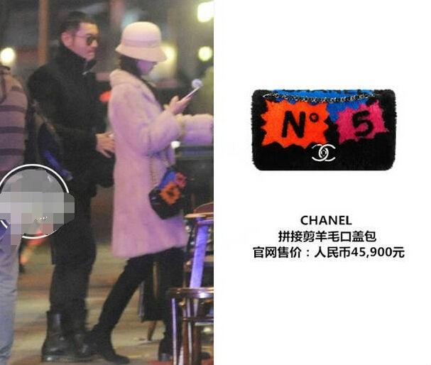 Trong một lần hẹn hò, AngelaBaby xách chiếc ví lông cừu của Chanel trị giá 45.900 NDT (158 triệu đồng).