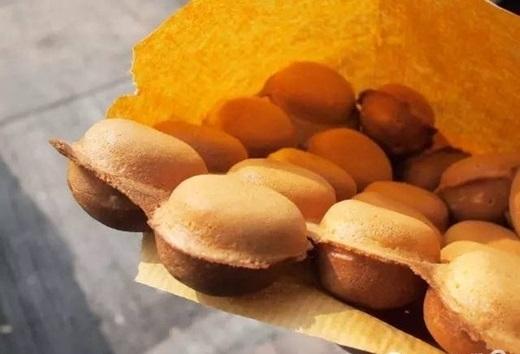 Vì thường xuất hiện trong các bộ phim của đài TVB nên món được người Sài Gòn ưu ái gọi bằng cái tên bánh trứng TVB. (Nguồn: Internet)