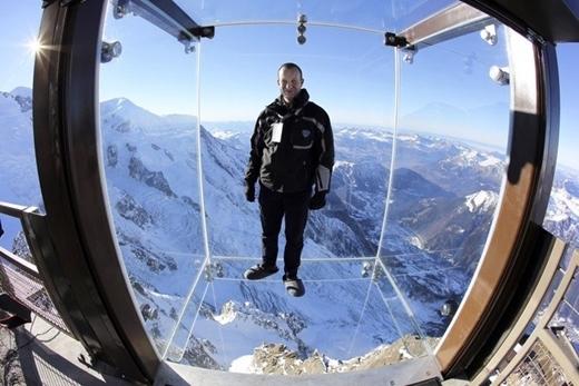 Với những hộp kính bị treo ở độ cao 3.000 m được đặt kề đỉnh Chamonix của dãy Alps, Pháp chắc chắn sẽ mang lại cho bạn những trải nghiệm khó quên.