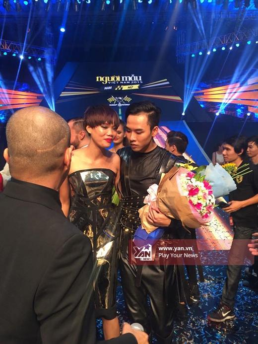 Nguyễn Hợp bất ngờ vắng mặt trong giây phút chúc mừng Hương Ly