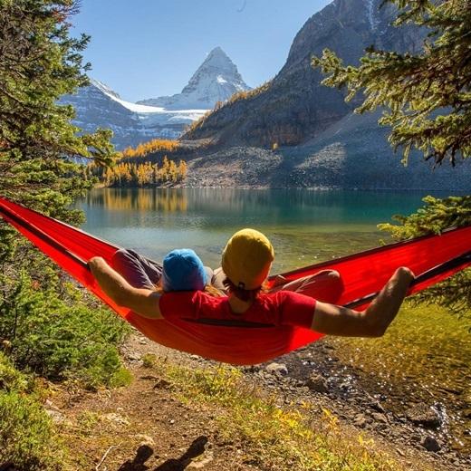 Mùa đông ở công viênAssiniboine, British Columbia tràn ngập màu sắc và sức sống như mùa hè.(Nguồn IG @rebornbyadventure)