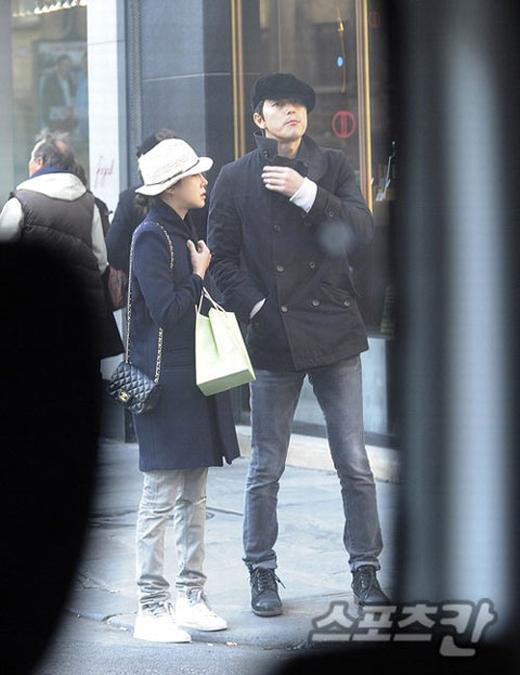 Lee Ji Ah và Jung Woo Sung bị bắt gặp tay trong tay hẹn hòtại Paris.