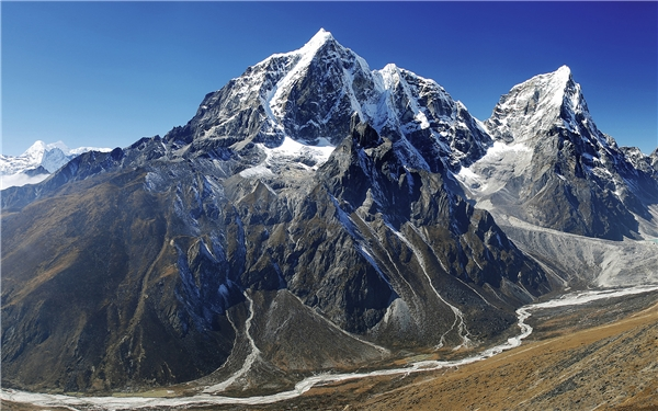 Đỉnh Everest là đỉnh núi cao nhất trên Trái đất so với mực nước biển,tính đến thời điểm hiện tại là 8.848m.(Nguồn: Internet)